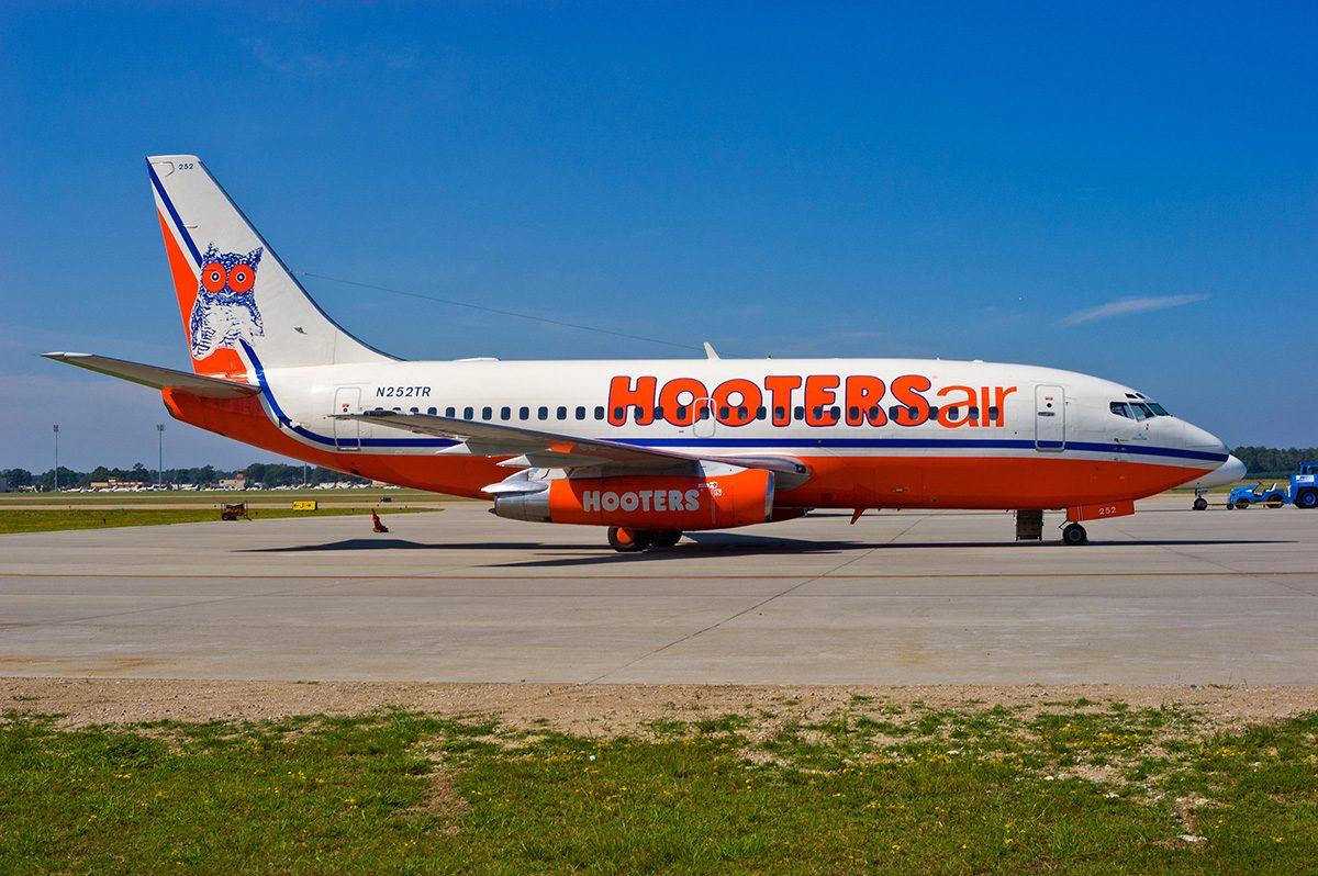Hooters Air Boeing 737-228
