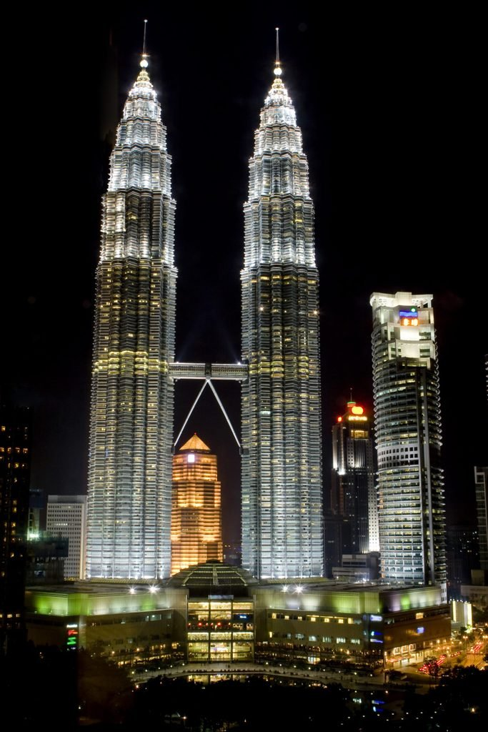 the Petronas towers, tallest buildings in malaysia
