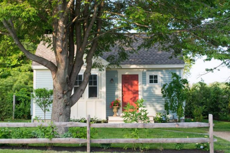 11_An-idyllic-cozy-Maine-cottage