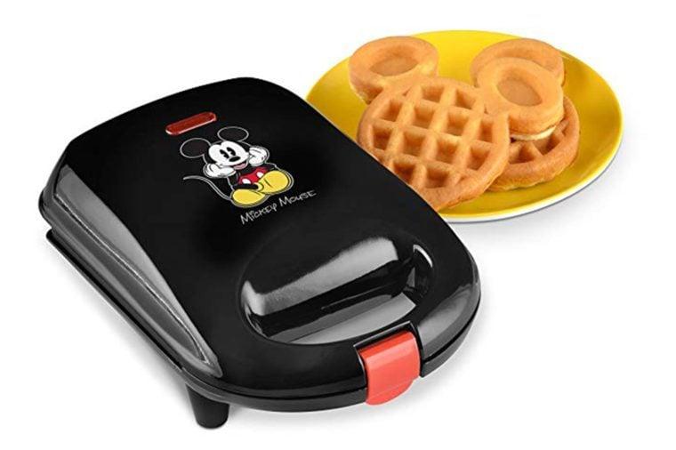 12_Mickey-waffle-maker