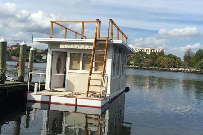 14_A-tiny-Rhode-Island-houseboat