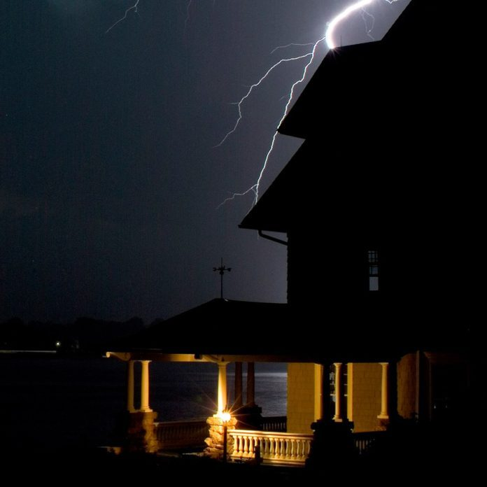 18 Things You Should Never Do at Home During Severe Weather