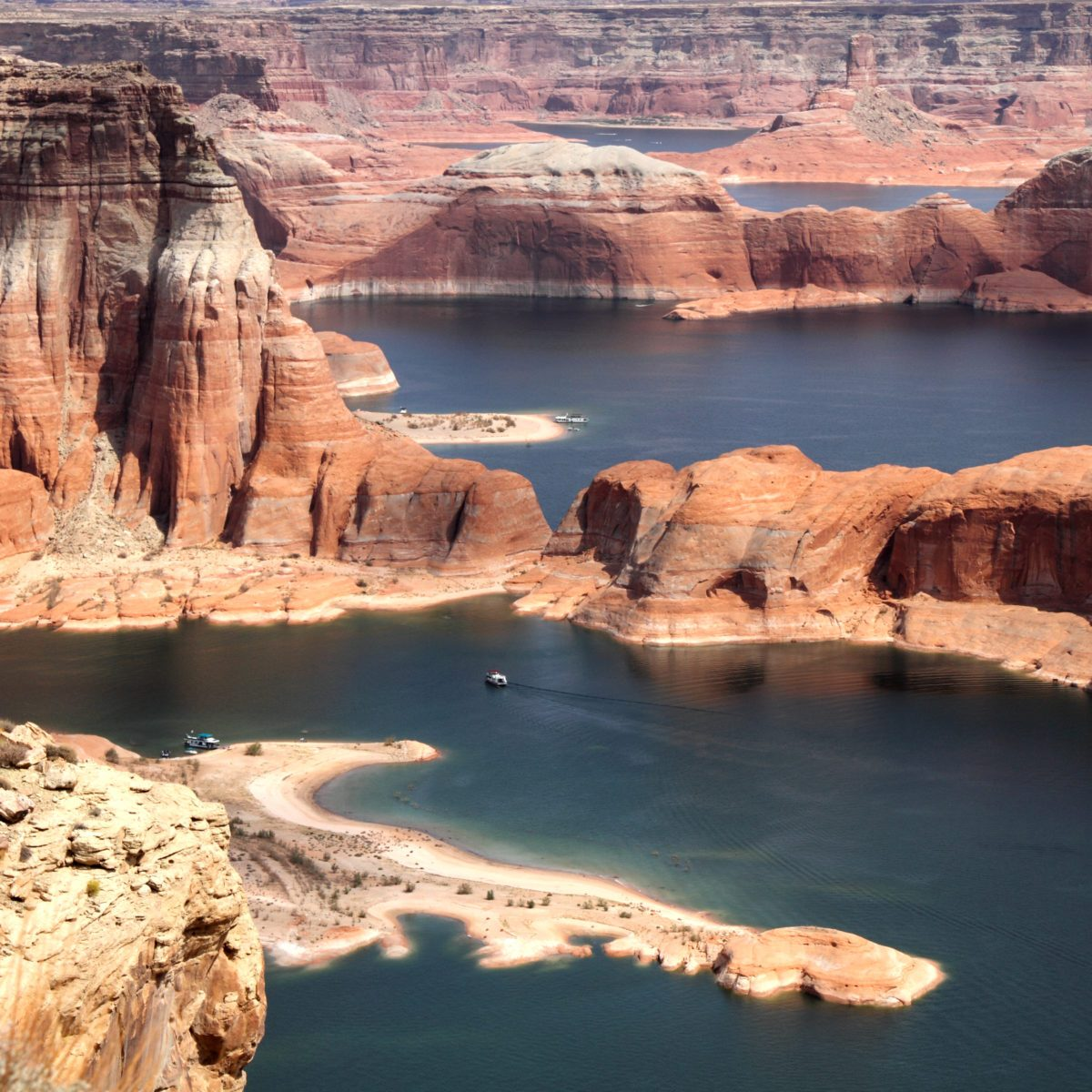 The Most Beautiful Lakes in America for Swimming