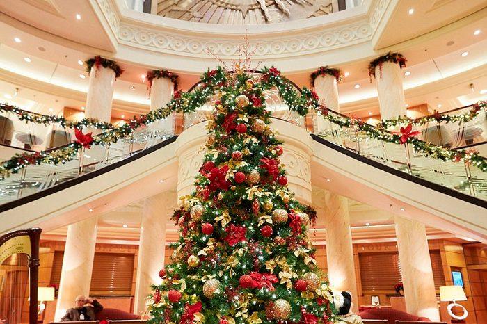 QM2-Christmas-Tree
