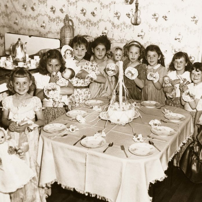 23 Vintage Photos of Birthday Parties Through the Decades