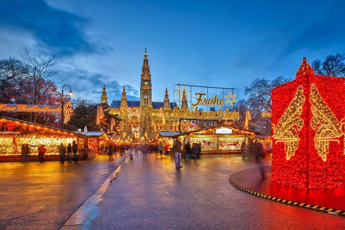 christmasmarketsdanube_vienna_ss160445150_VIEXmasMarket_gallery
