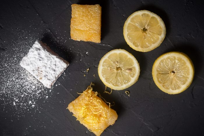 Lemon bars decorating