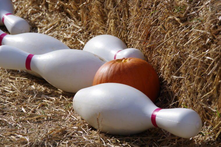 Halloween games-pumpkin bowling