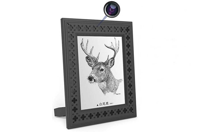 08_Hidden-camera-photo-frame