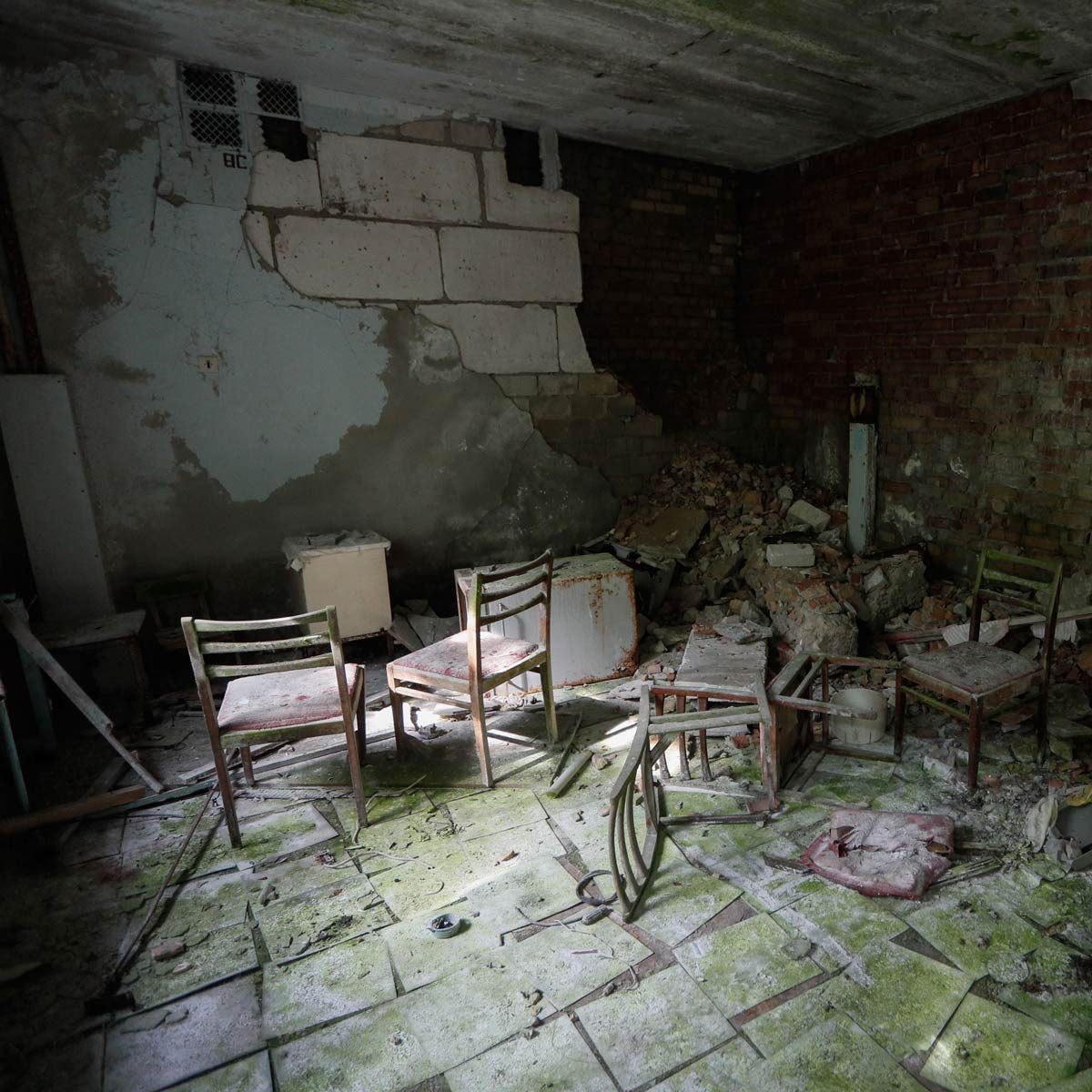 Abandoned-hospital-in-Chernobyl-33-years-after-Nuclear-explosion