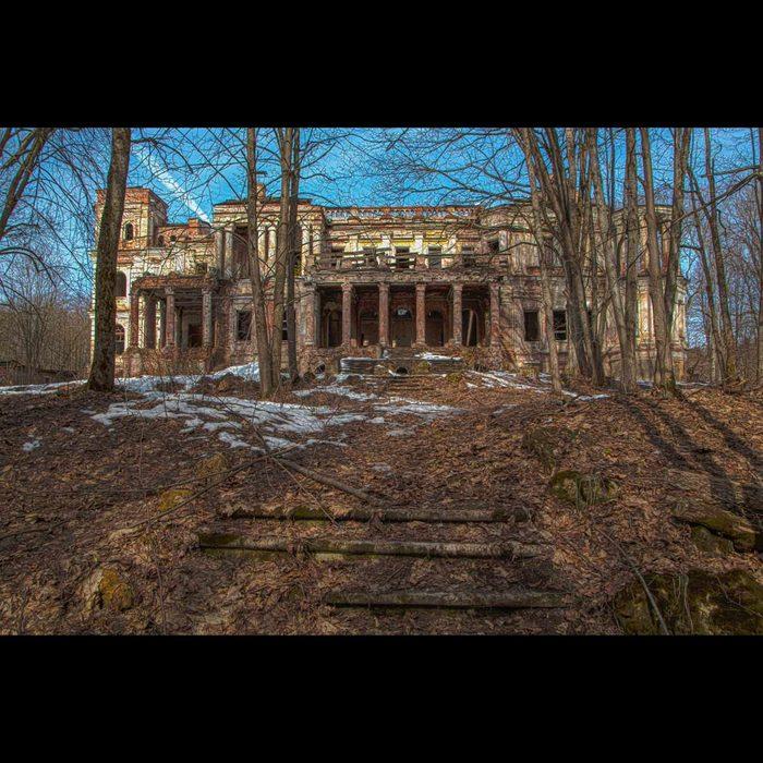 Abandoned-manor-Yaroshenko.-Pavlishchev-Bor.-Kaluga-region-Russia