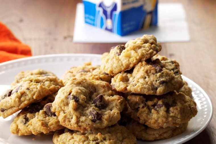 South Dakota: Chocolate Chip Oatmeal Cookies