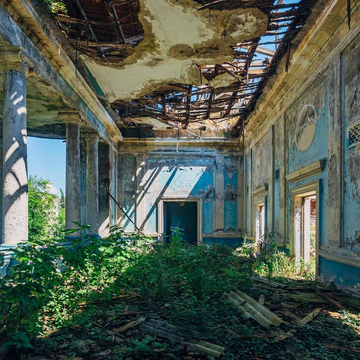 17 Super Eerie Abandoned Homes