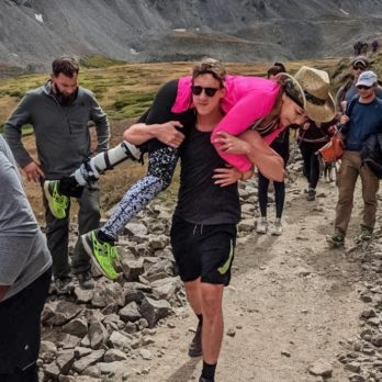 After a Hiker Injured Her Knee, Strangers Took Turns Carrying Her Down the Mountain to Safety