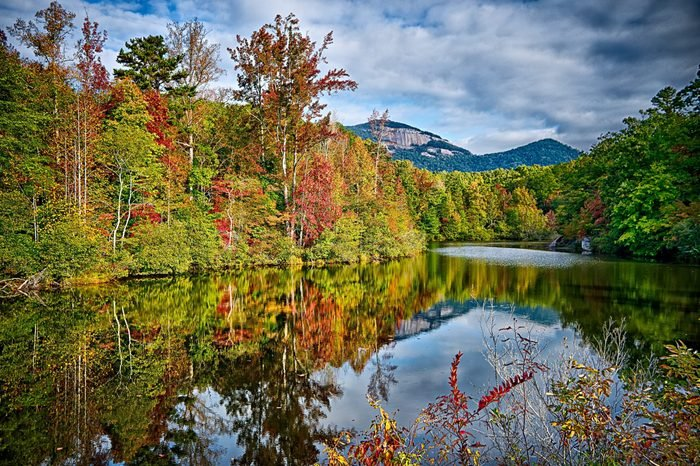 landscapes near lake jocassee and table rock mountain south carolina