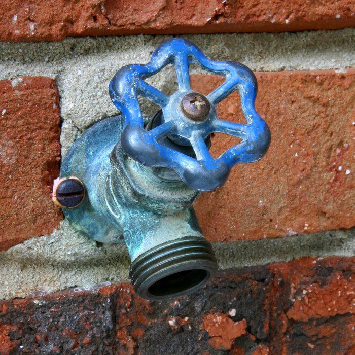 Outdoor water faucet (spigot)