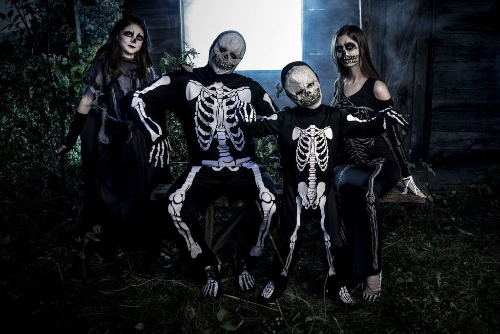 family halloween costume ideas skeleton crew