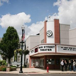 the facade of Main Street Theater in Columbiana, Ohio