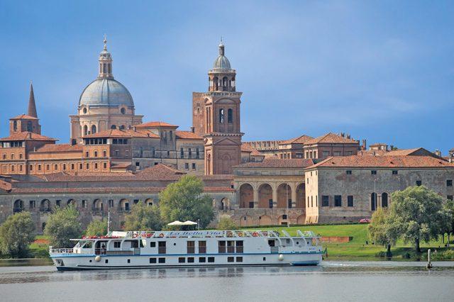 La Vita Bella Boat, Italy