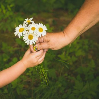 35 Simple Acts of Kindness You Can Do in 2 Minutes or Less