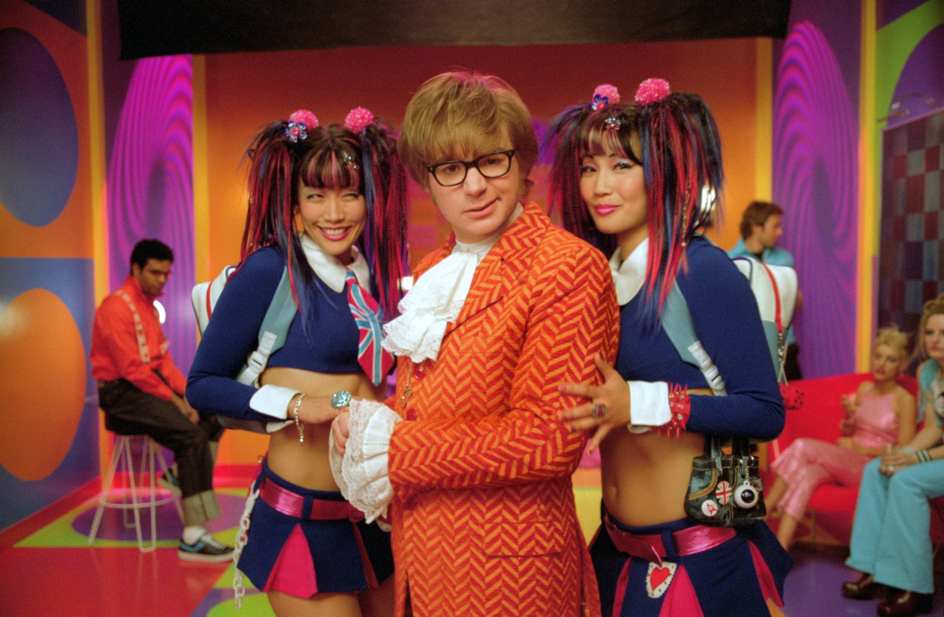 Editorial use only. No book cover usage. Mandatory Credit: Photo by New Line/Kobal/Shutterstock (5884526r) Diane Mizota, Mike Myers, Carrie Ann Inaba Austin Powers In Goldmember - 2002 Director: Jay Roach New Line USA Scene Still Austin Powers dans Goldmember