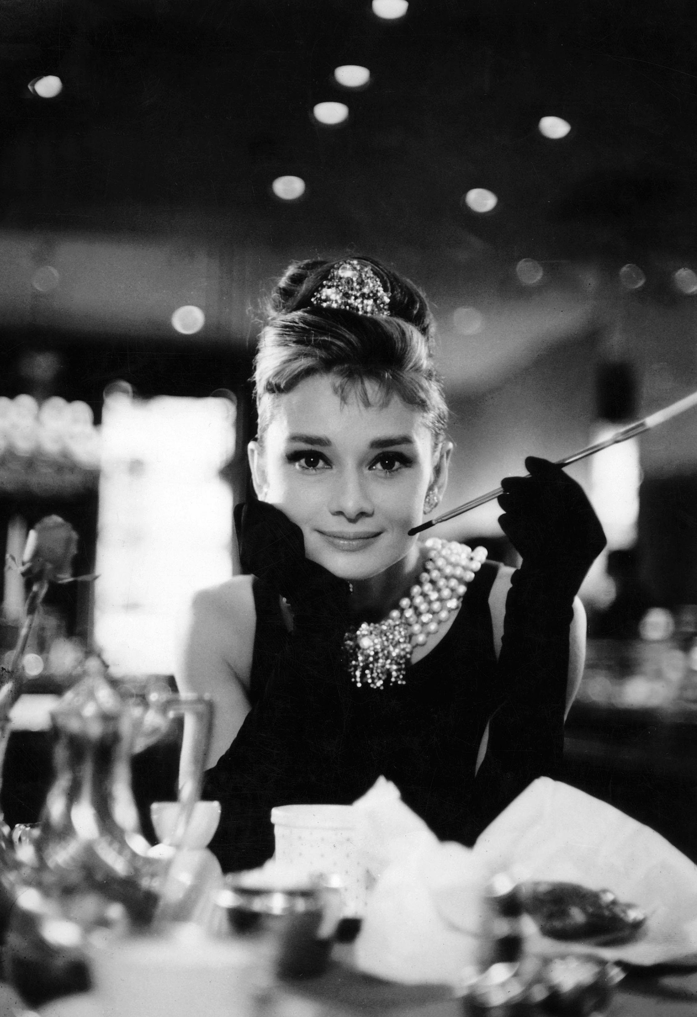 Editorial use only. No book cover usage. Mandatory Credit: Photo by Howell Conant/Paramount/Kobal/Shutterstock (5886249bh) Audrey Hepburn Breakfast At Tiffany's - 1961 Director: Blake Edwards Paramount USA Film Portrait Comedy Breakfast At Tiffanys Diamants sur canapé