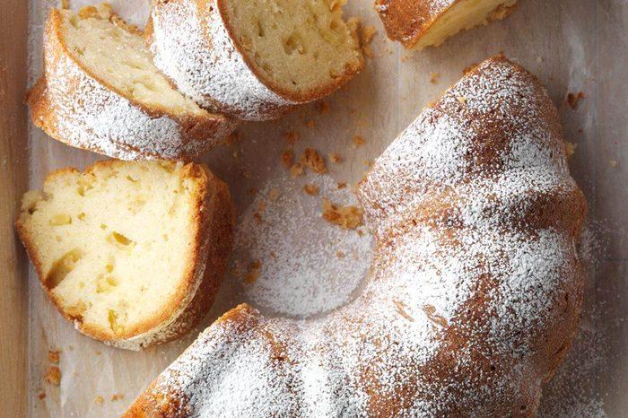 West Virginia: Aunt Lou's Fresh Apple Cake