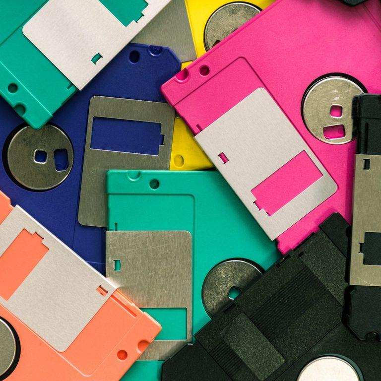 Floppy disk magnetic computer
