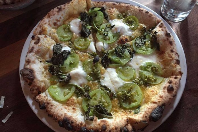 green-tomato-pizza