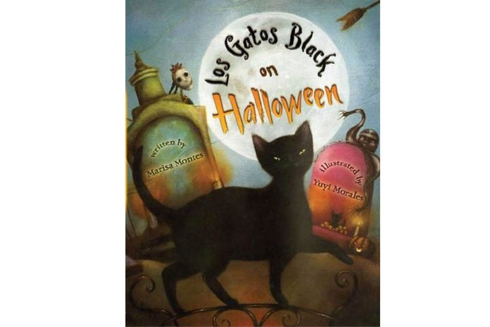 Los Gatos Black on Halloweenby Marisa Montes and illustrated by Yuyi Morales