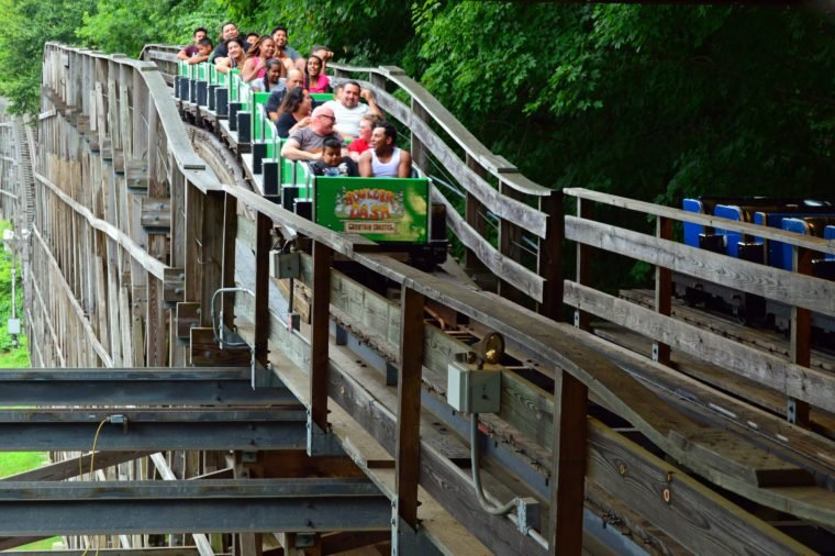 bristol ct theme park lake compounce