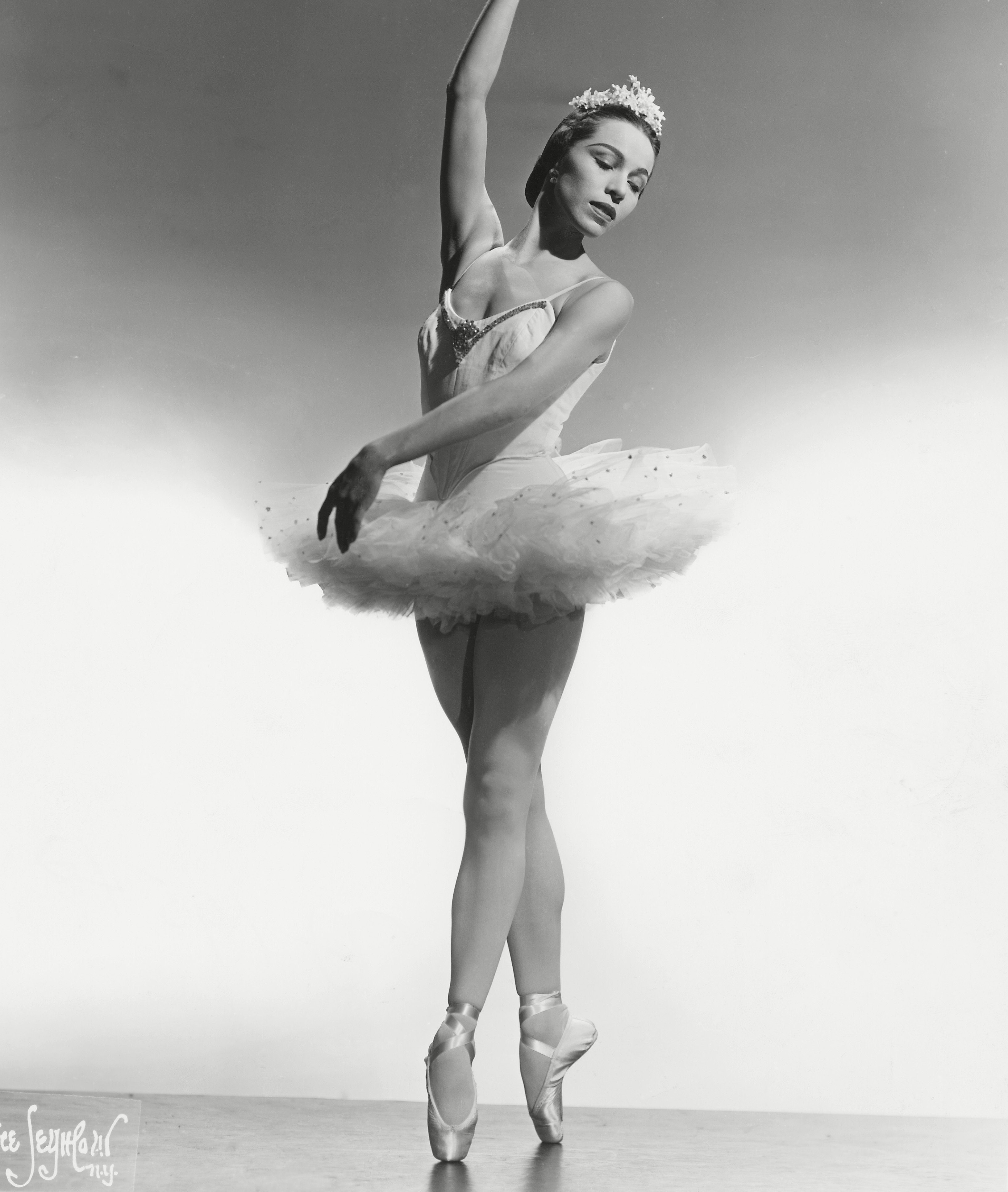 Mandatory Credit: Photo by Everett/Shutterstock (10295933a) Maria Tallchief, ballerina of the Ballet Russe De Monte Carlo, 11/6/1954. Historical Collection