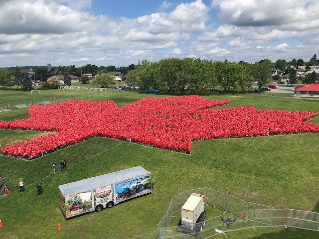 largest human image of a maple leaf world record