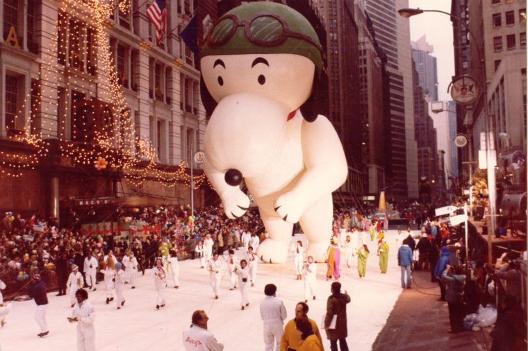 snoopy aviator float thanksgiving parade macy's balloon