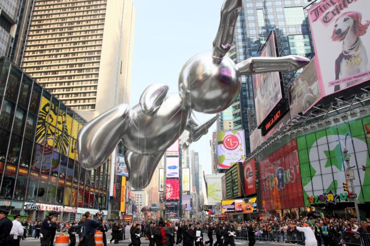 jeff koons macy's thanksgiving parade balloon float