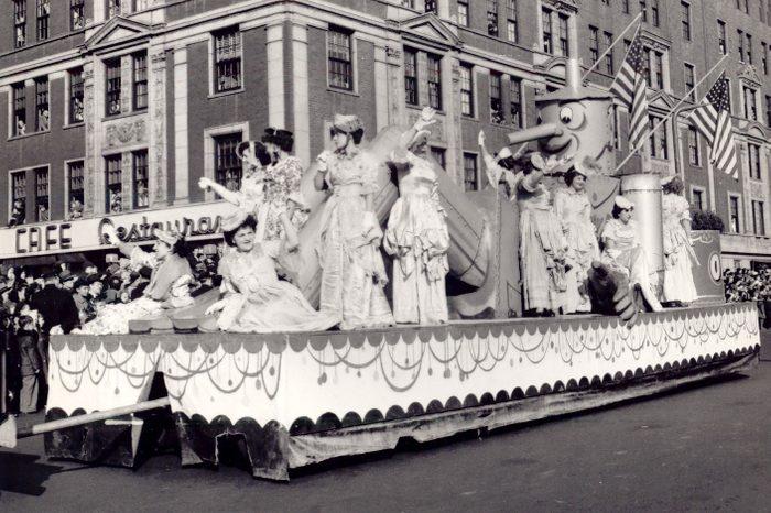 thanksgiving parade float macy's tin man