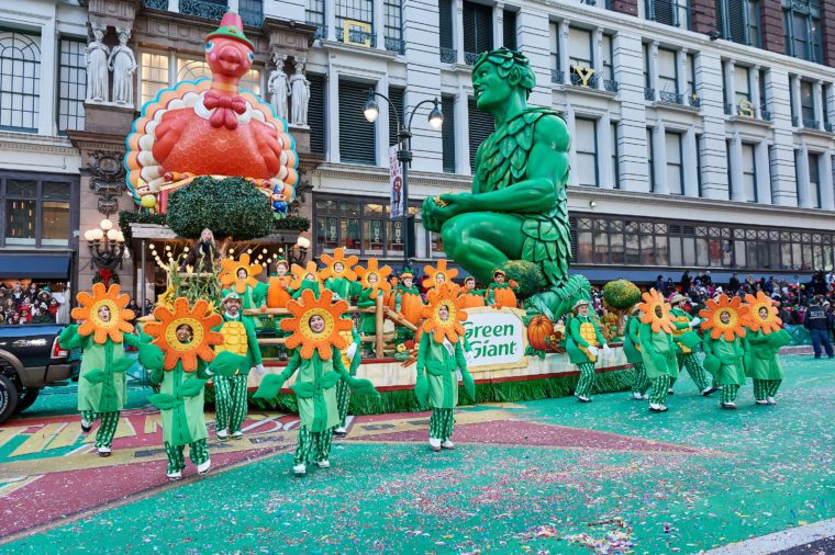 macy's parade float thanksgiving greenn giant