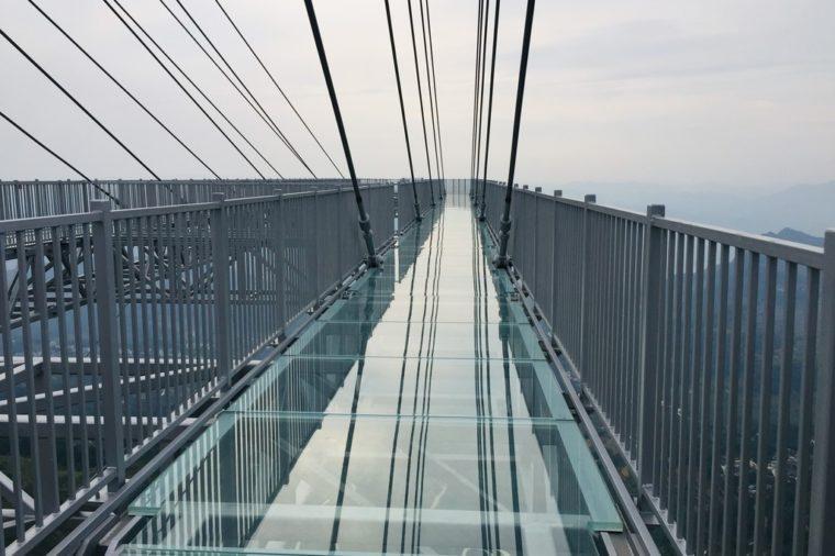 longest vantilevered glass bottomed skywalk world record