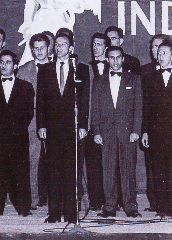 frank sinatra singing old photo