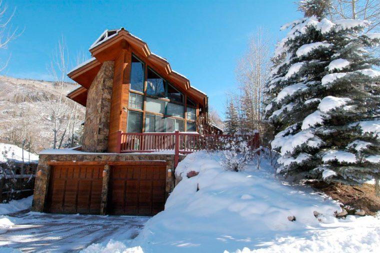 snowy ski lodge in aspen colorado
