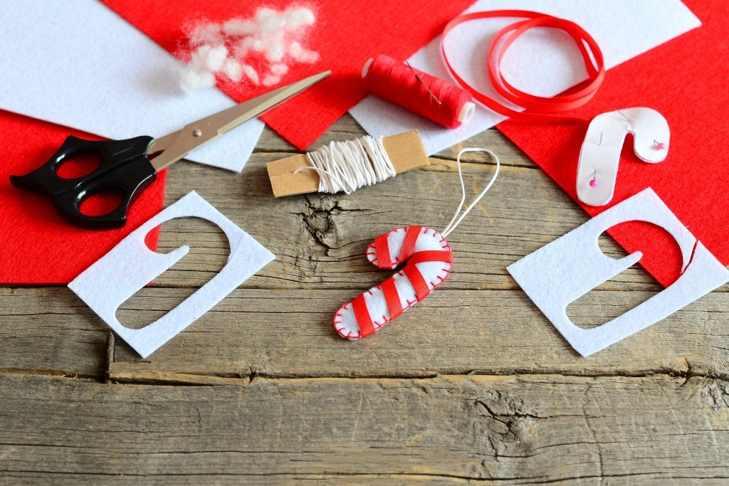 50 DIY Christmas Decorations Anyone Can Make