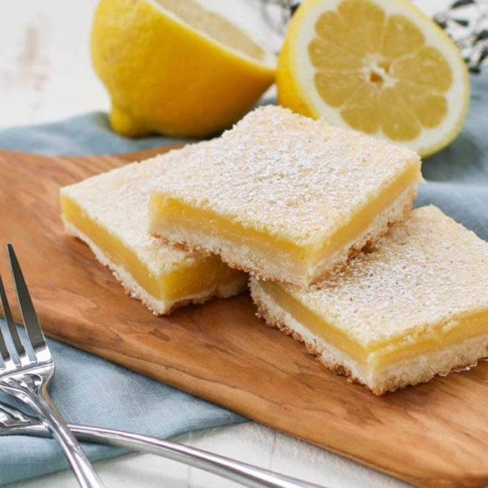 We Tried the Simple Lemon Bar Recipe That's Taking Over Reddit