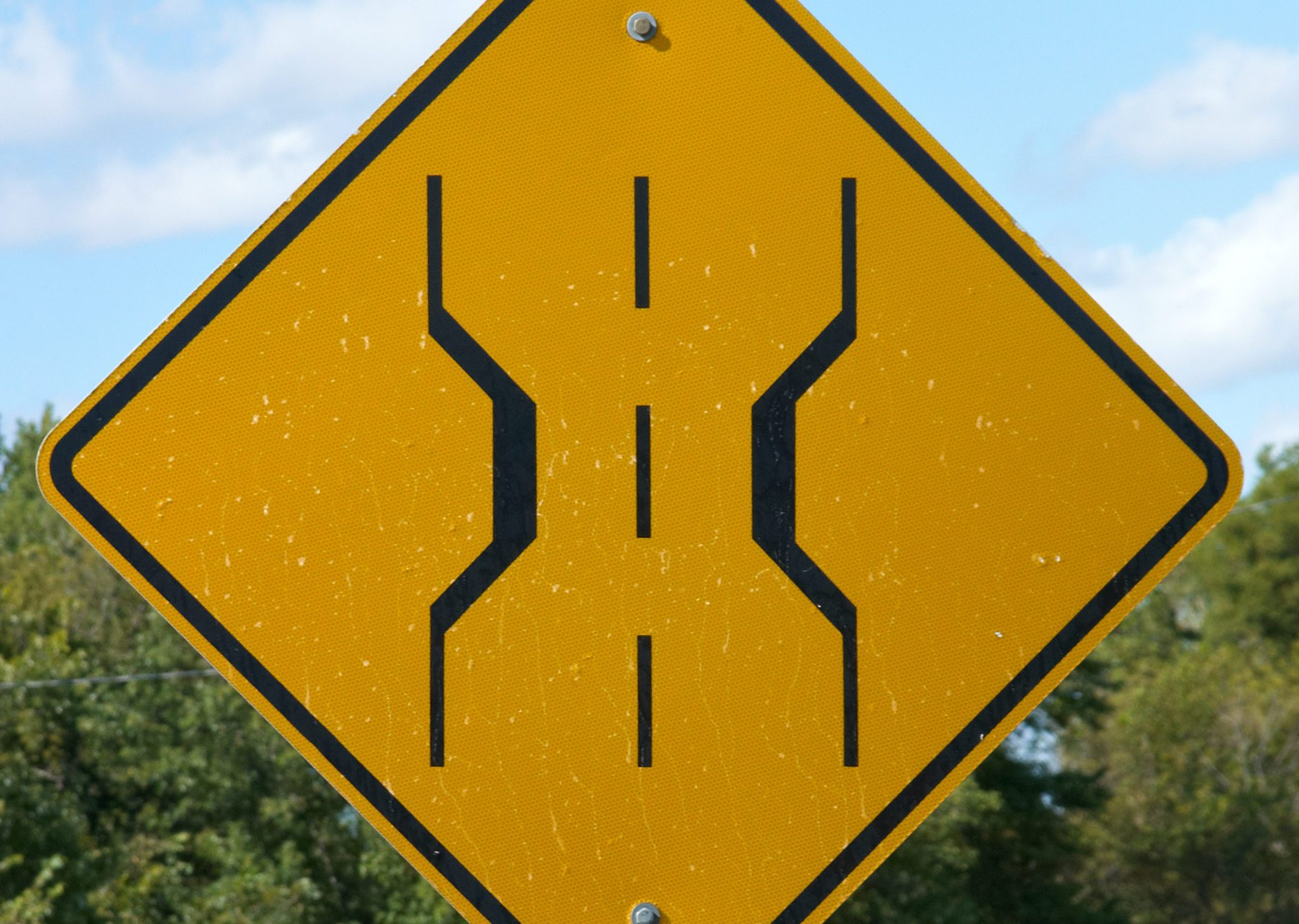 8 Confusing Road Signs That Even Driving School Instructors Get Wrong