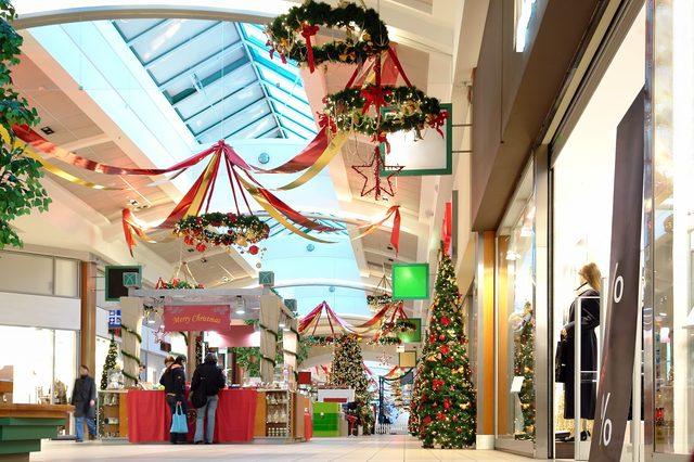 Seasonally decorated shopping mall passage