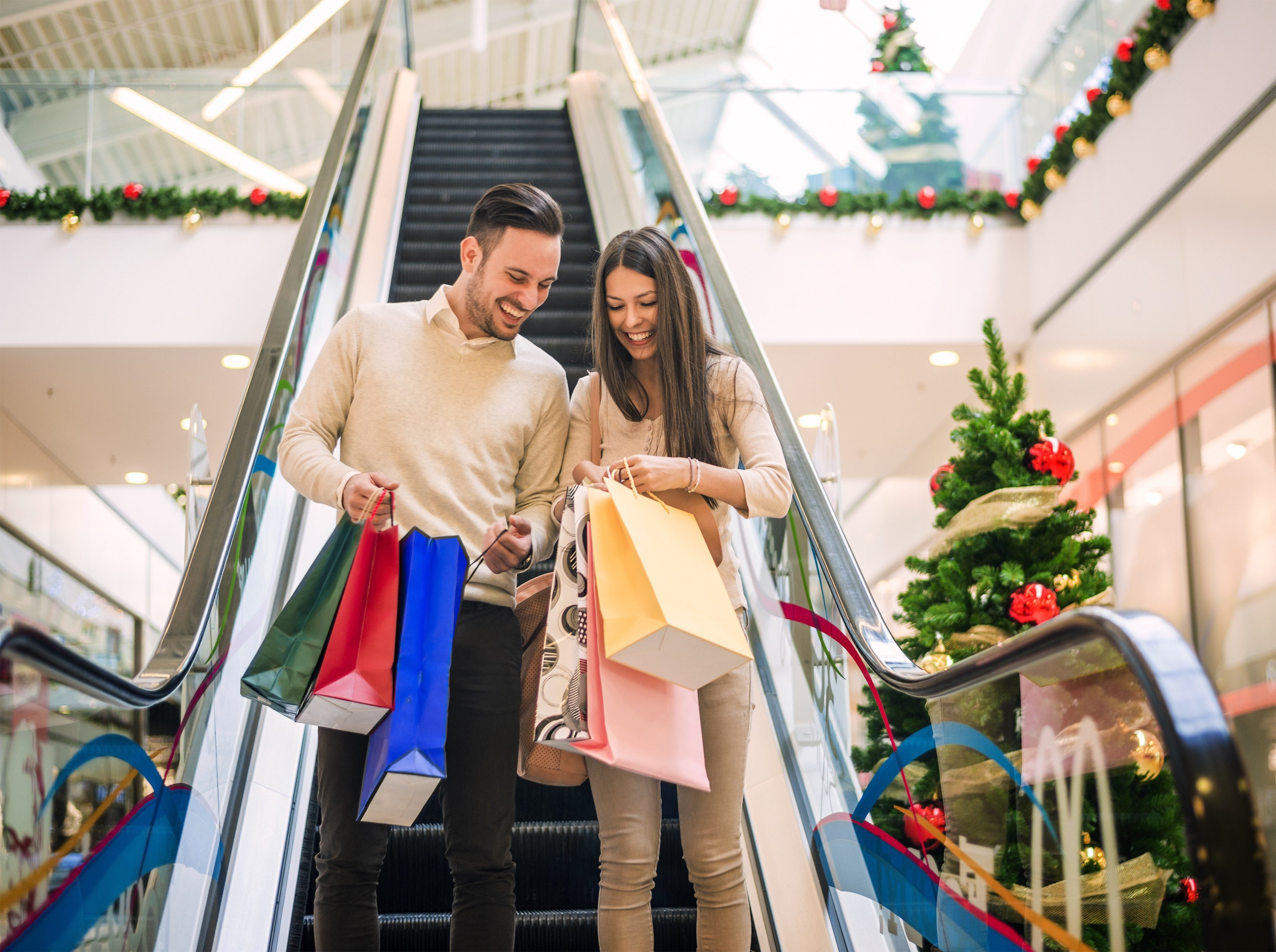 8 Things Polite People Don't Do While Christmas Shopping