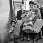 14 Vintage Photos of What Christmas Shopping Used to Look Like