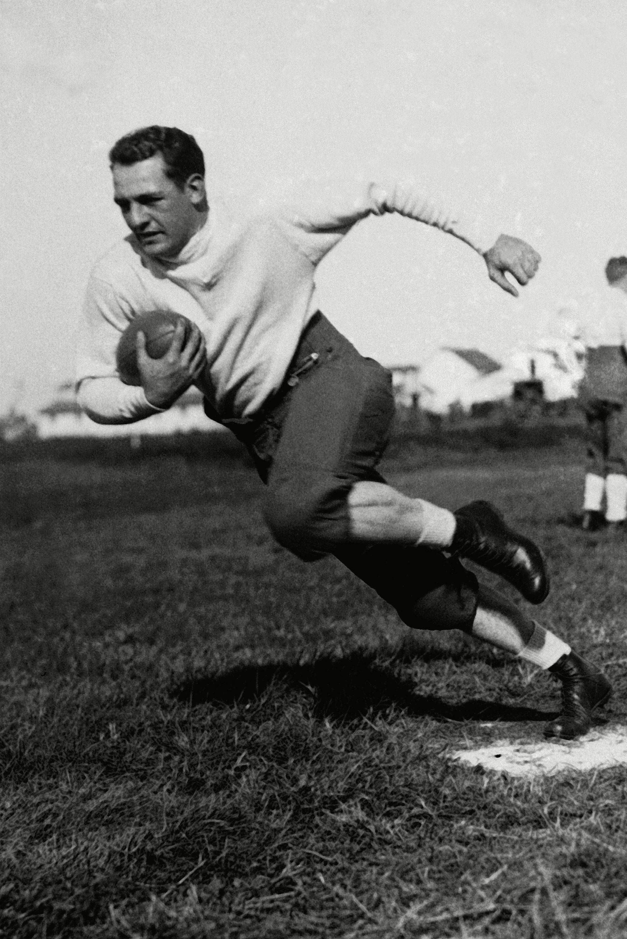 """Mandatory Credit: Photo by AP/Shutterstock (6661645a) Chicago Bears halfback Harold Edward """"Red"""" Grange practicing one of the famous twisting turns at the training quarters Grange Bears Football, USA"""