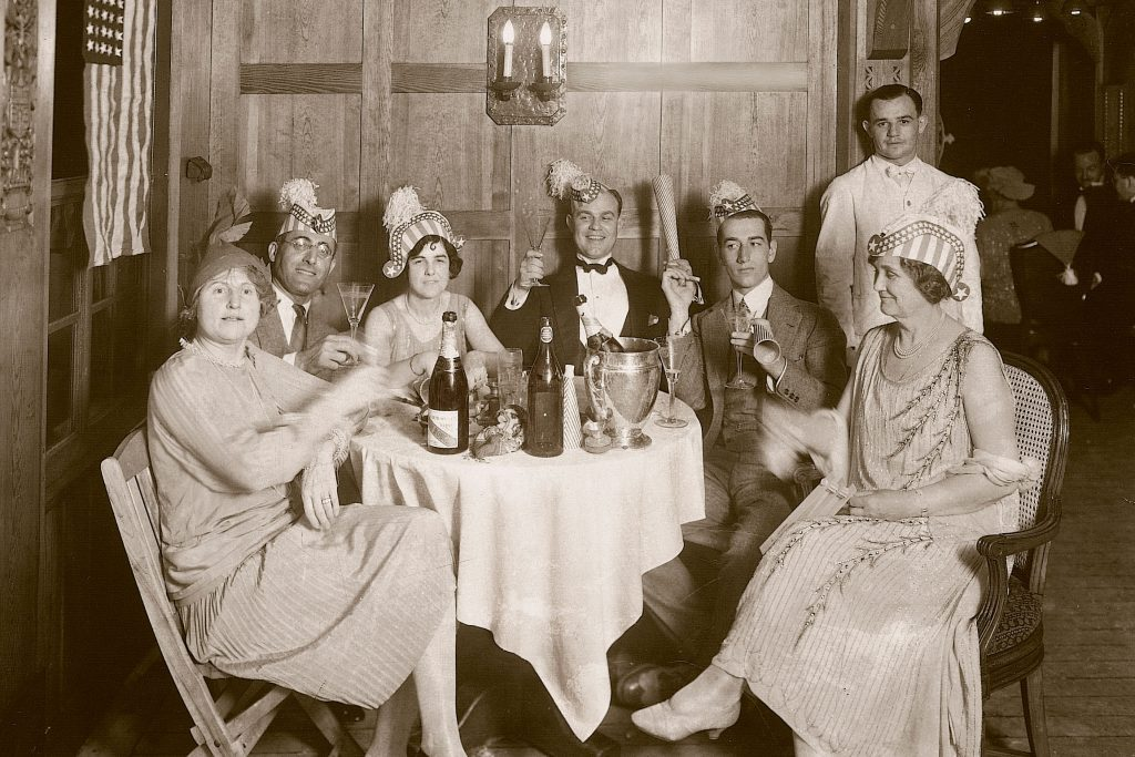 What New Year\u0027s Eve Parties Used to Look Like More Than 50