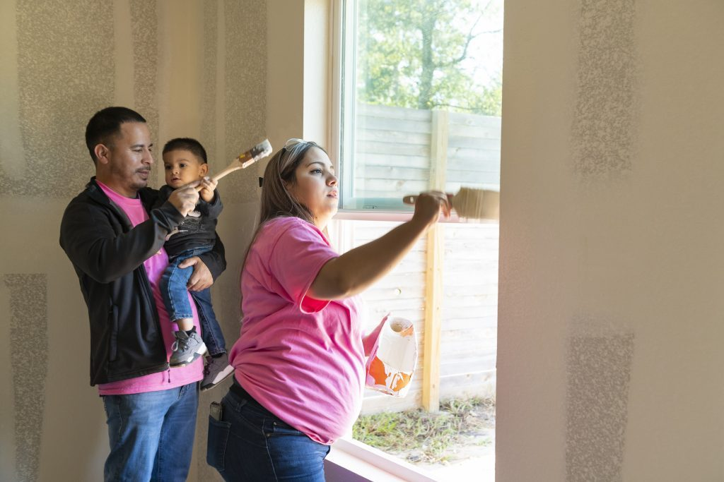 heartwarming acts kindness habitat for humanity first response