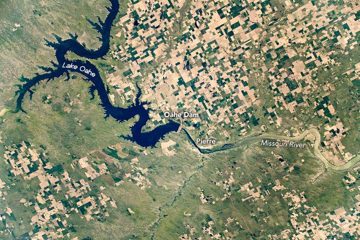 lake oahe south dakota from space nasa